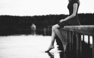 girl-sitting-lake