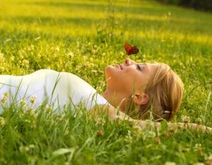 lie on the grass