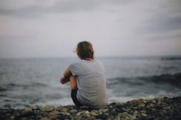 Favim.com-alone-beach-girl-ocean-sad-132550